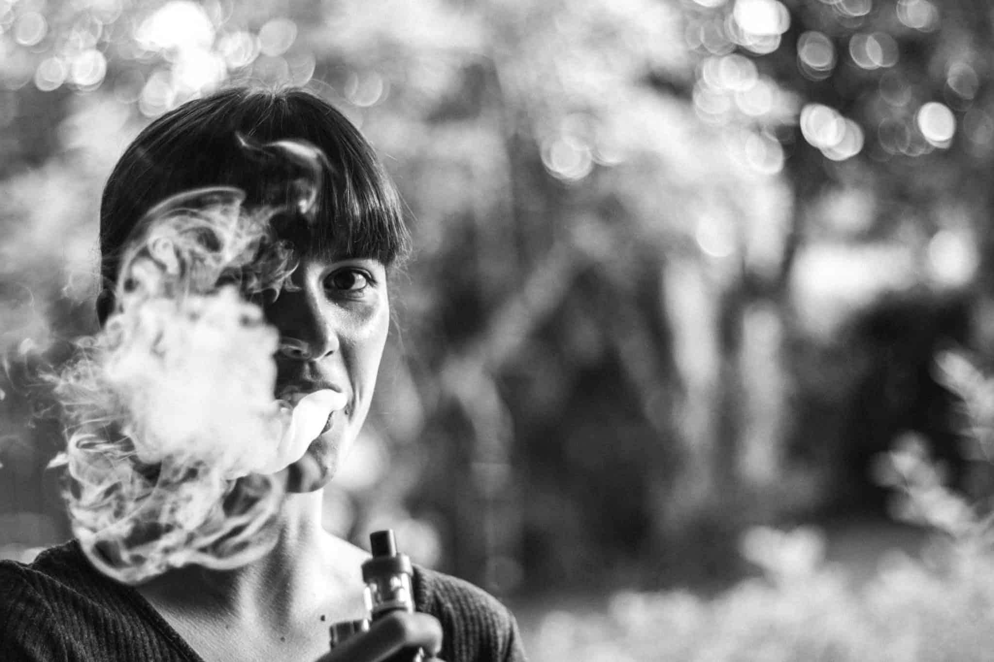 Jemandem, der Unkraut raucht, wenn man nicht