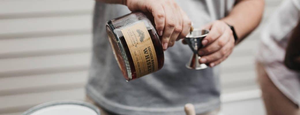 Svjetski dan viskija: Može li kanabis i viski raditi zajedno? CBD kokteli da sami napravite.