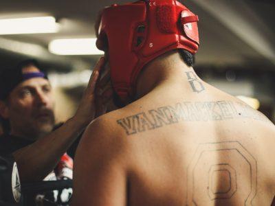오로라와 UFC는 수 백만 달러의 계약을 체결했다.