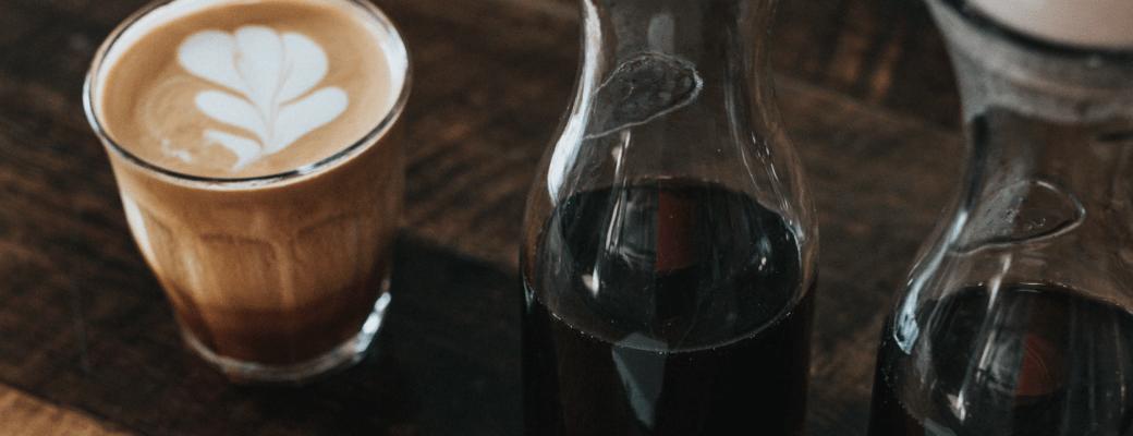 Wat Gebeurt Er Als Je CBD Combineert Met Cafeïne? Dit Is Wat Het Onderzoek Tot Nu Toe Laat Zien.