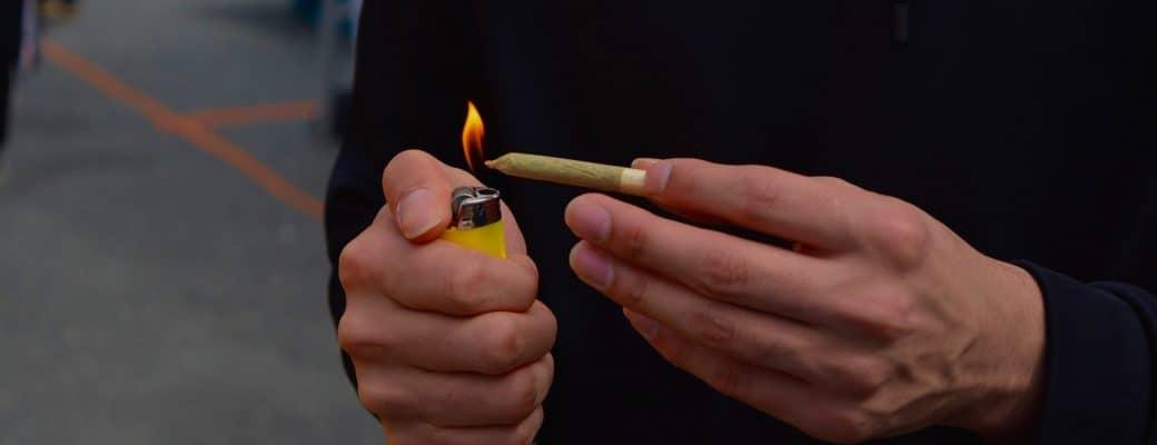 Italianen Roken Massaal Joint Zonder High Te Worden