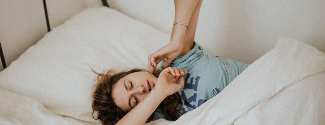 Prikrajšanje spanja je velika težava. Je CBD rešitev?