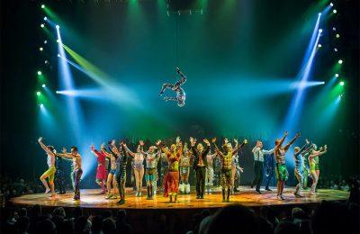 Oprichter Van Cirque Du Soleil Vastgehouden Voor Het Kweken Van Cannabis Op Een Privé-eiland