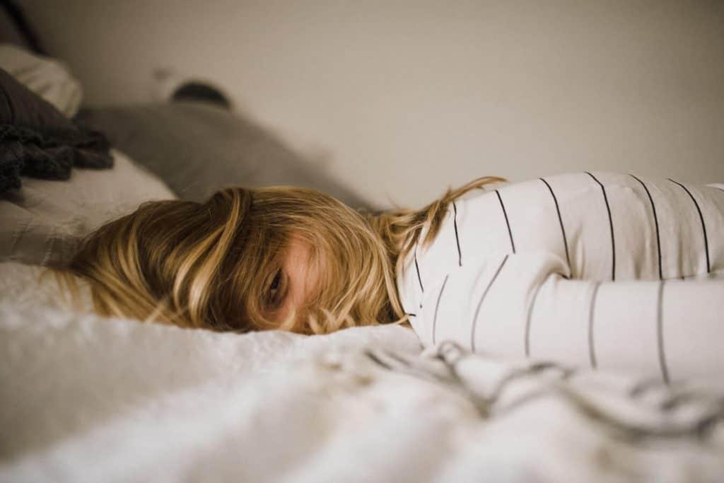 Drink een kopje CBD thee voor het slapen gaan en verminder hopelijk je slapeloosheid