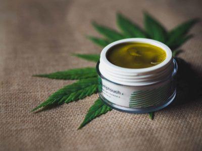 2020-04-17-Ang Cannabis higante nga Canopy Growth Cuts Down And Nanguha sa Malayo nga Mga Sukad