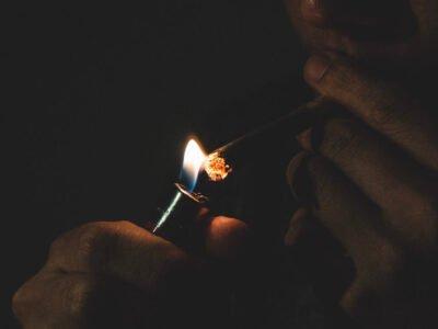 Ma isku deyeysaa inaad joojiso haramaha sigaar cabista? CBD ayaa kaa caawin karta inaad ka hortagtid isku imaatinka, daraasadda ayaa leh