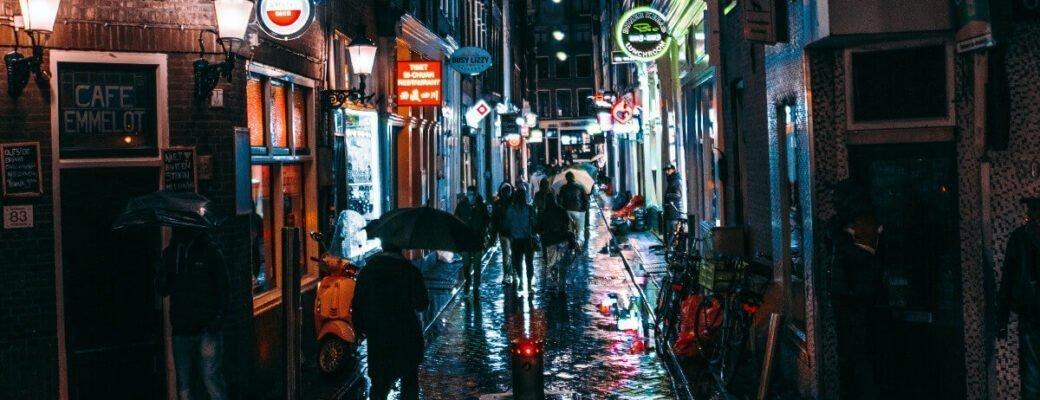 Amsterdam Zet In Op Plannen Om Toeristen Uit De Coffeeshops Van De Stad Te Weren