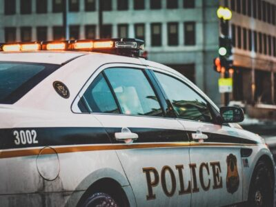 საკმაოდ გულახდილმა კაცმა პოლიციას უთხრა დაახლოებით 300.000 აშშ დოლარი სარეველაში აღმოჩენილი სარეველაში