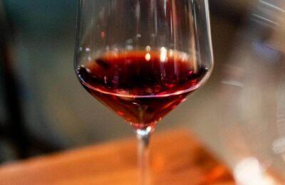 Vers Van De Wijnpers: 10.000 Flessen Wijn Met CBD Door Franse Wijnmakerij In De Beroemde Bordeaux
