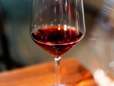 ახალი ღვინის პრესიდან: 10.000 ბოთლი ღვინო CBD– ით საფრანგეთის მეღვინეობის მიერ ცნობილ ბორდოში