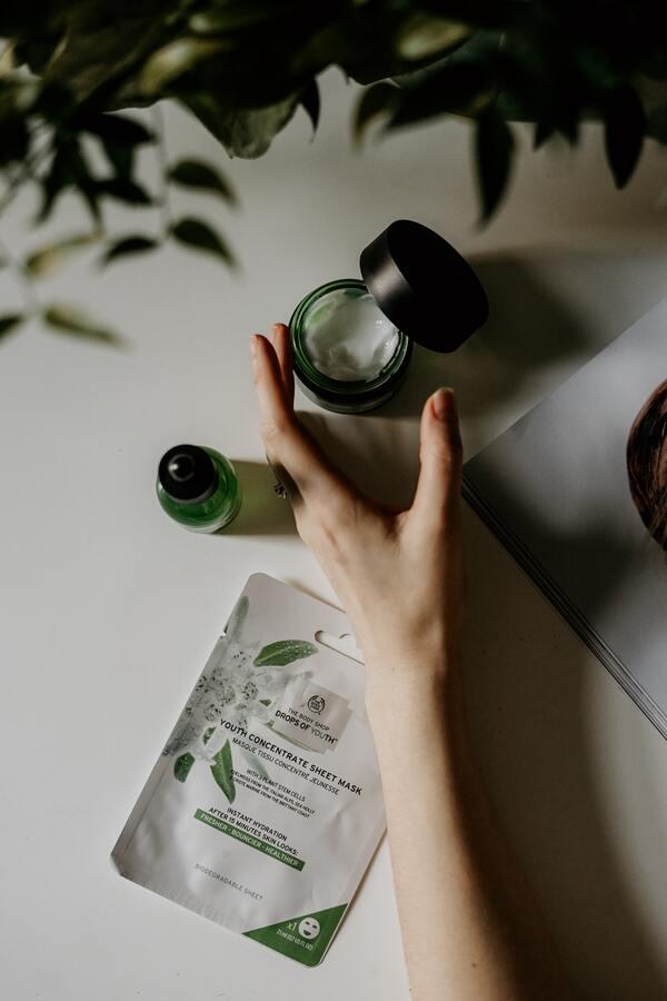 Cannabigerol of CBG uit hennep gebruiken in  cosmetica- en huidverzorgingslijnen (afb.)