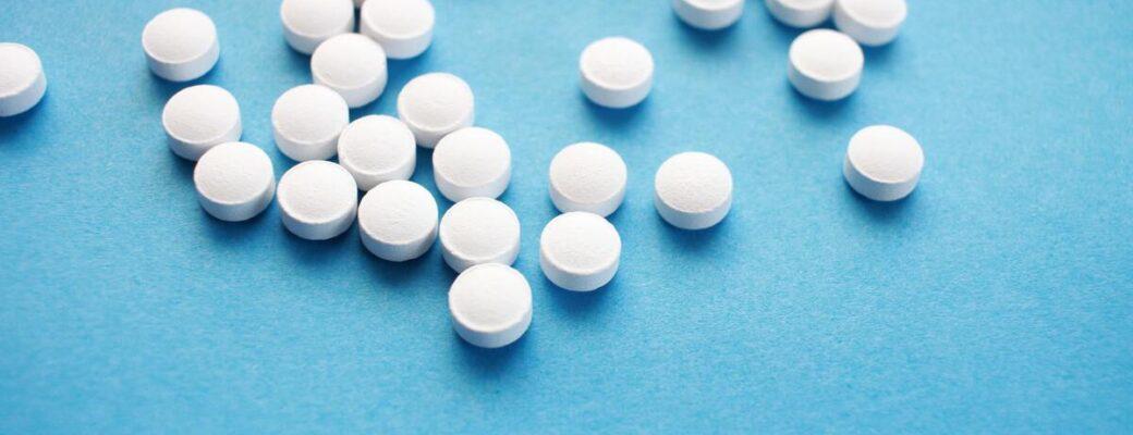 Az 5 millió kaptagon amfetamin tablettával történő kábítószer-szállítás illegális kereskedelmet mutat a Közel-Keleten