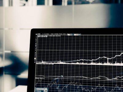 A változások üteme a vélemények megosztottságához vezetett, egyesek dicsérték a kormányokat, hogy bátrak, míg mások aggodalmuknak adtak hangot az e liberális politikákból eredő lehetséges károk miatt. De ahogy a nehéz adatok csordogálnak, a tudósok most már konkrétabban megértik, hogyan befolyásolják a politikai változások a kábítószer-fogyasztást és a kábítószer-piacokat.